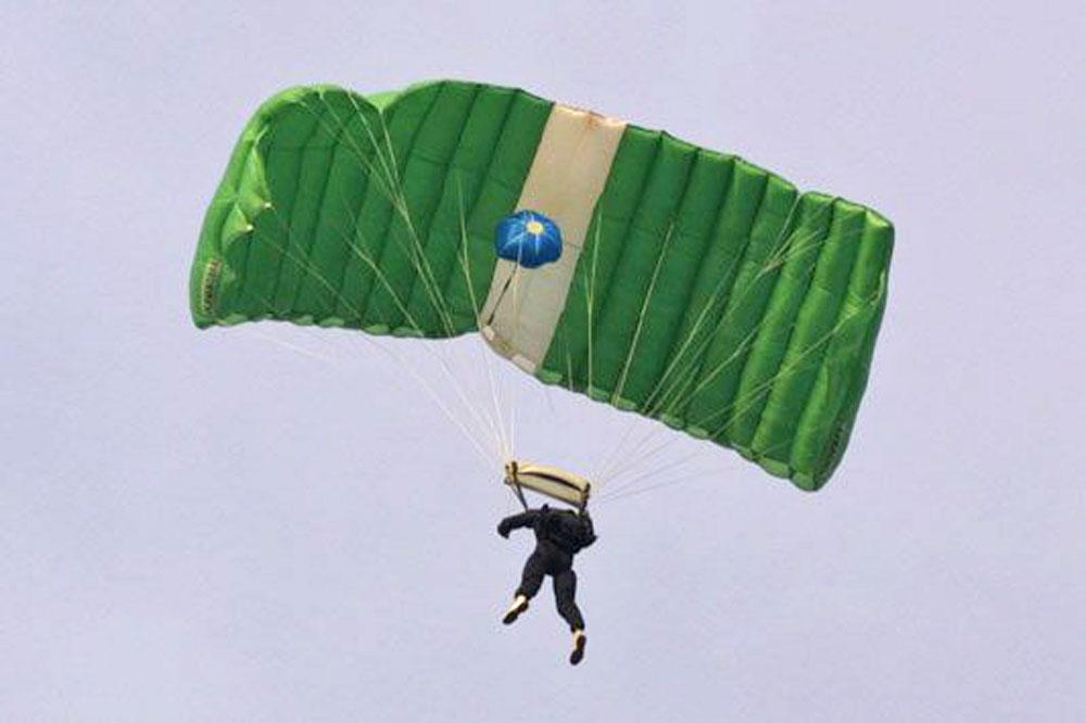 pilotchute over nose