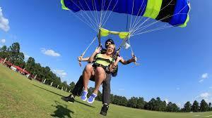 Parachute-at-Amelia-Island.jpg