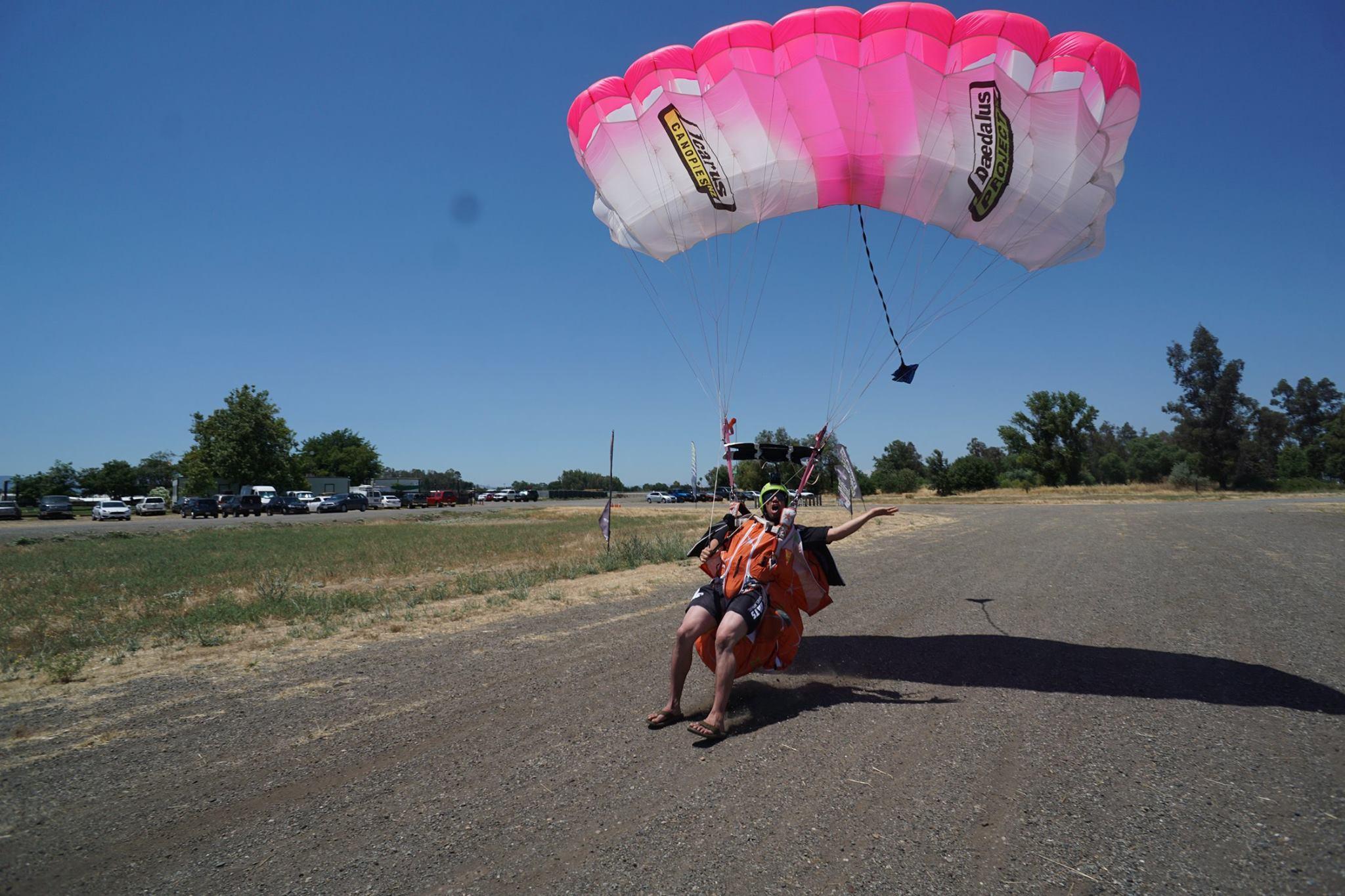 Photo of Kraken with TJ Landgren flying.jpg