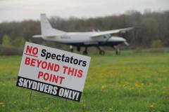 Caravan with Spectators sign.jpg
